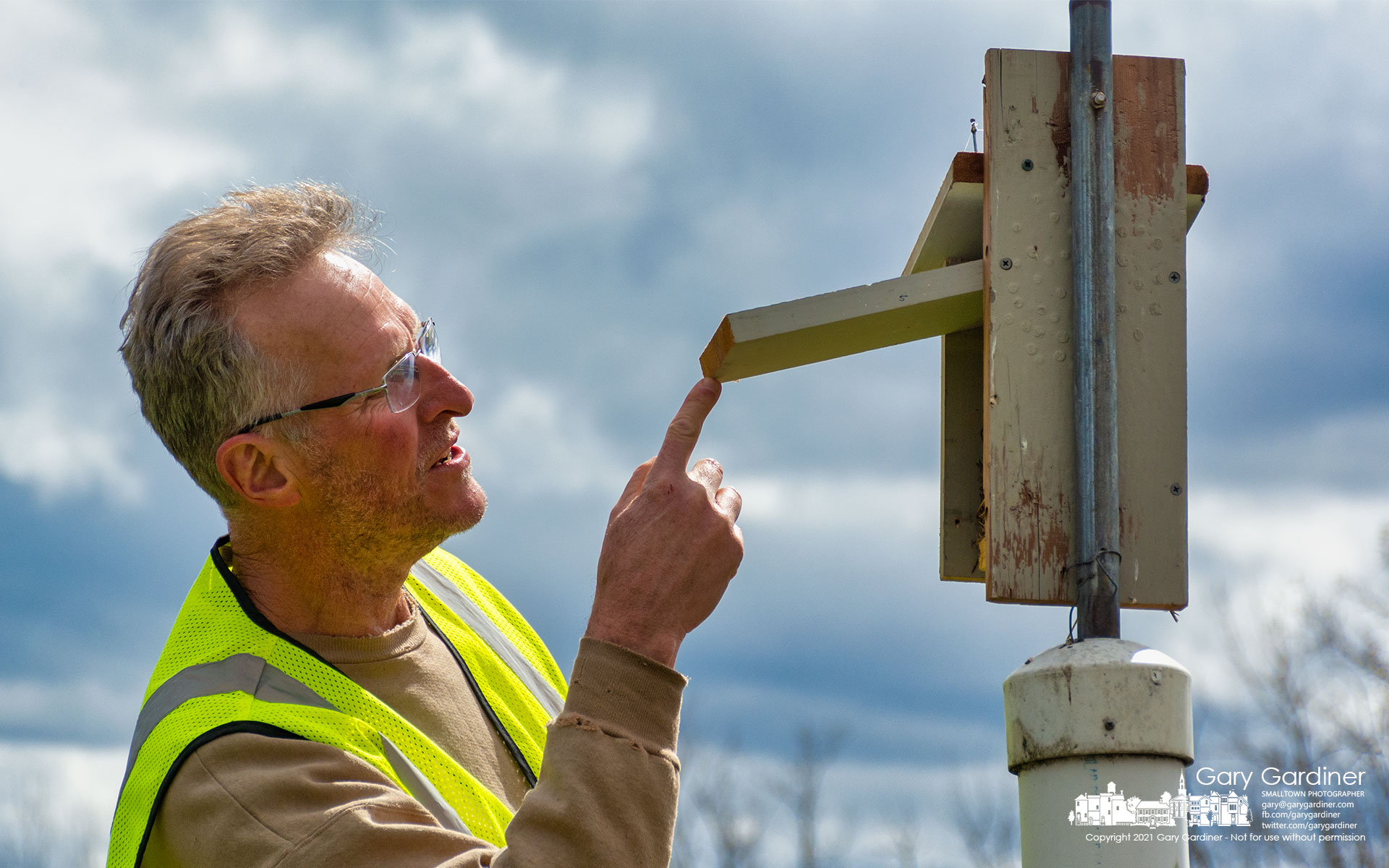 A volunteer inspects one of the nearly 20 bluebird boxes on the narrow prairie between Hoover Reservoir and Sunbury Road. My Final Photo for March 26, 2021.